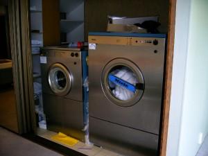 wasmachine rechts en droger links
